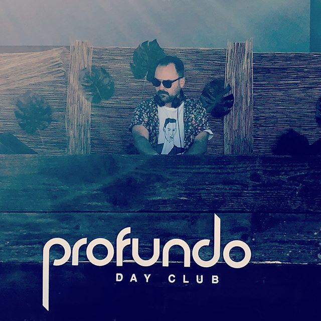 The first Summer Weekend is here and we got you with 💦 Sunday Spritz🍹We're taking over the Profundo Day Club ALL day this Sunday, 6/24 from NOON to NINE for poolside hangs and dips w/ sounds by our guys @jdissalinger • @jordaanjames • @wilkiofficial and other special guests as well ;) Come early and hang late for the SunSet Session at the brand new poolside jam ☀️ Sips, views, beats, eats and day beds... #SaveItForSunday 🍉 Use code MediumRare to get $25 off the Full Day $50 pass 💎 Link in Bio! 🤩