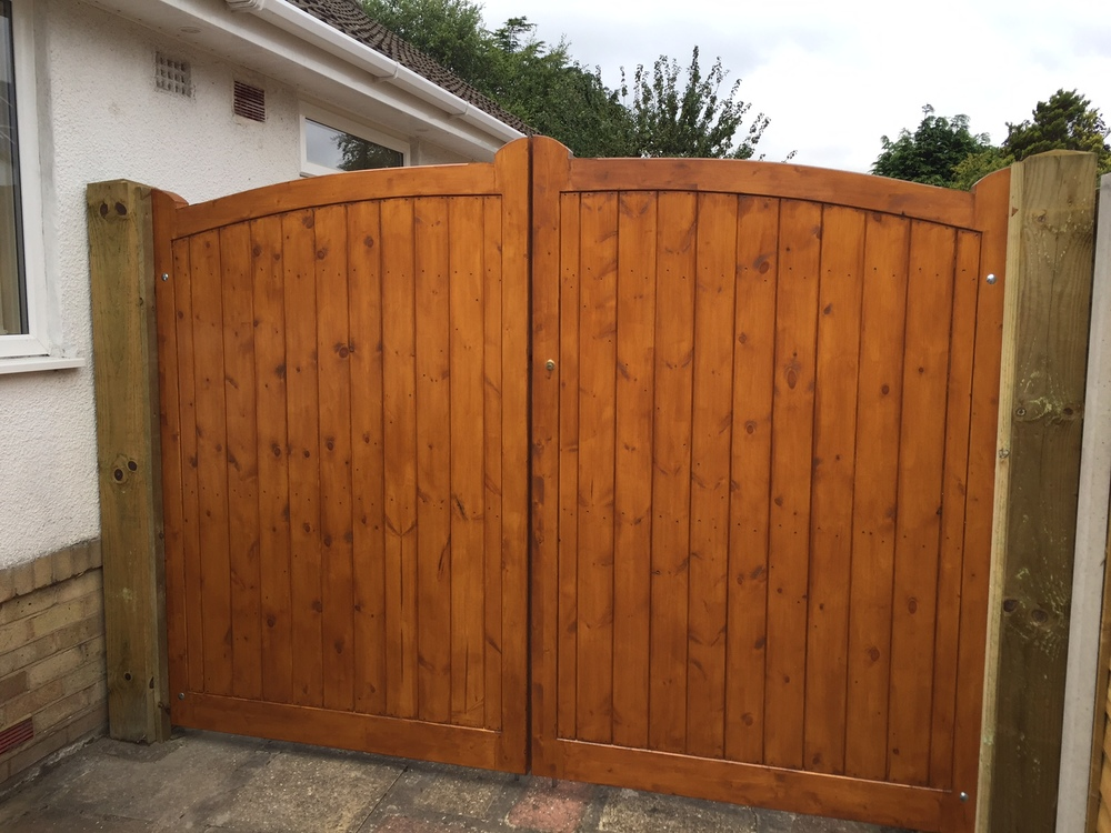Knightsbridge Gates in Softwood (customer stain)