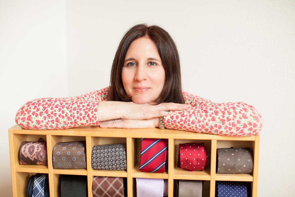 Maja Dvorak Aufräumfreuden mit Krawatten in Holzaufbewahrungsbox