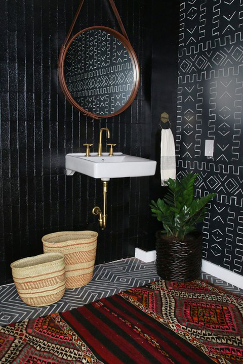 Tribal vibe in a bathroom by Amber Interiors.