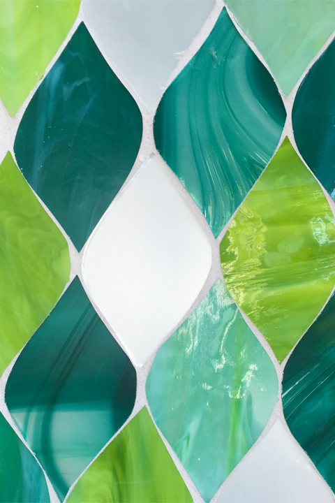 Leaf-shaped iridescent green tile