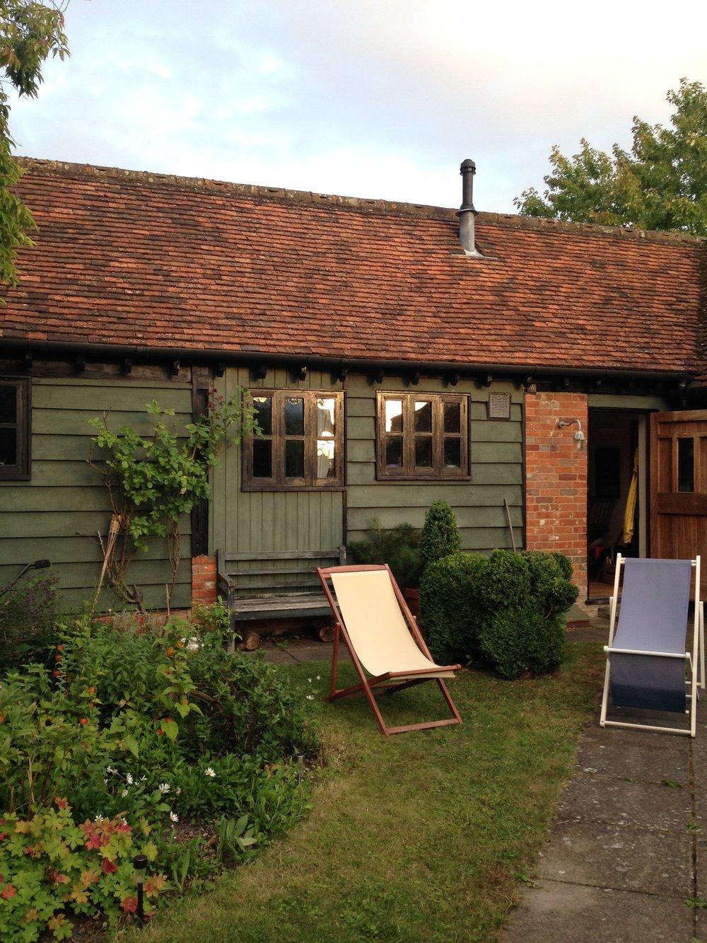 ^ Beaut farmhouse