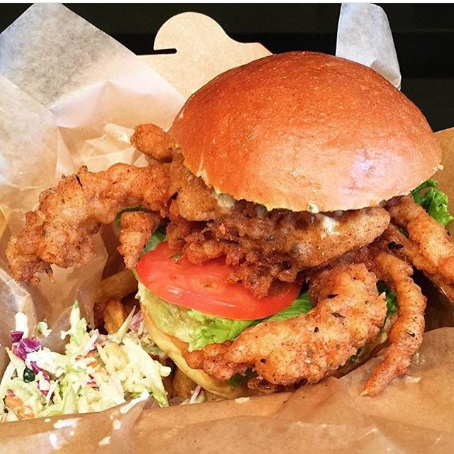 That 🦀is a real crowd pleaser.... come taste our softshell crab sandwich and find out what everyone is raving about. #fotb416 #softshellcrab #seafoodjoint #toronto #thesix #foodporn #food #blackbeatles [Photo cred : @jacquelinefoodjourney ]
