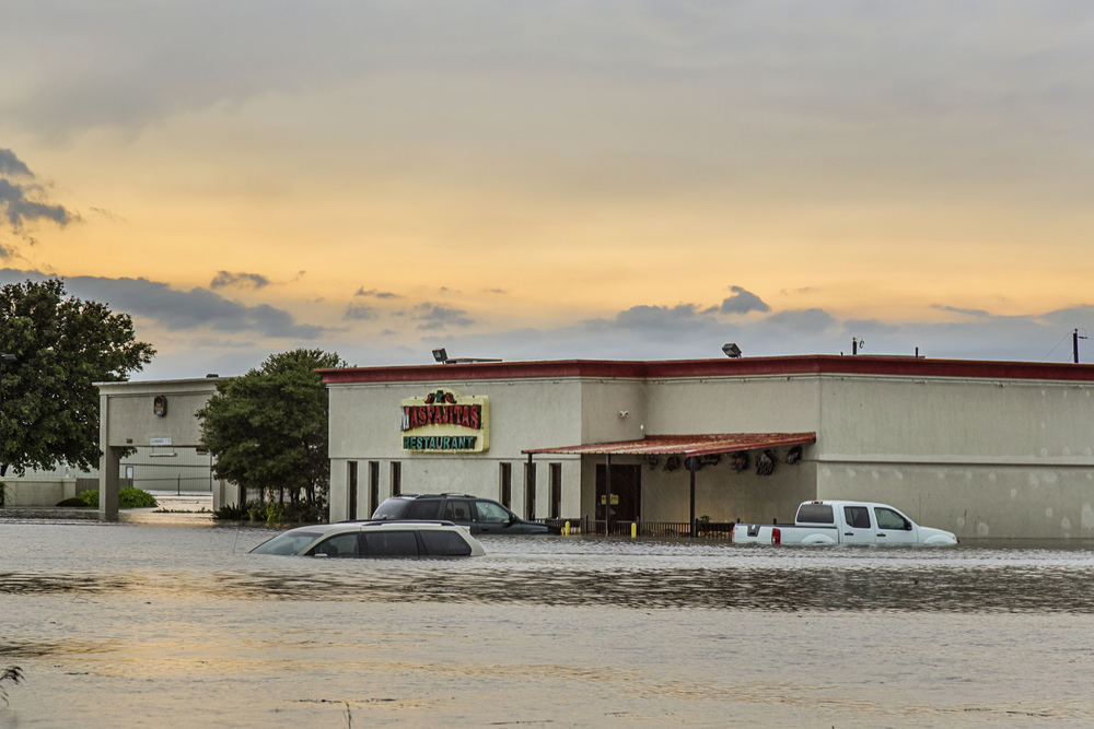 Flash flooding in Taylor, Texas during the Memorial Day Floods of 2015. Image credit : Jason Weingart