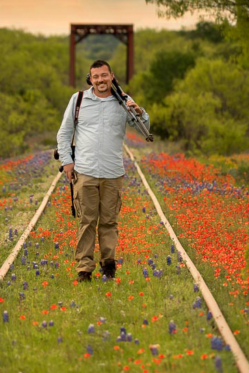 Jason Weingart on location of his 2016 Texas Bluebonnets Photography Workshop. Image by Linda Chayra.