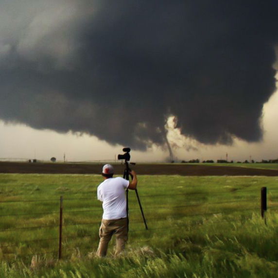 storm chaser tour