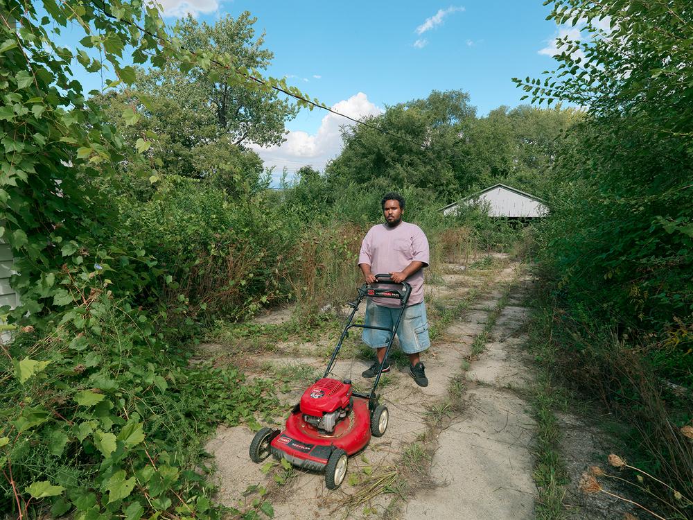 Leonard-with-Mower,-Detroit-2012.jpg