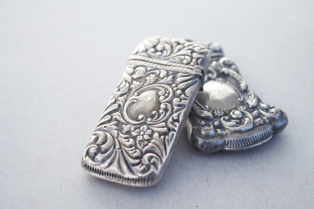 Look at these darling silver matchboxes - *swoon*