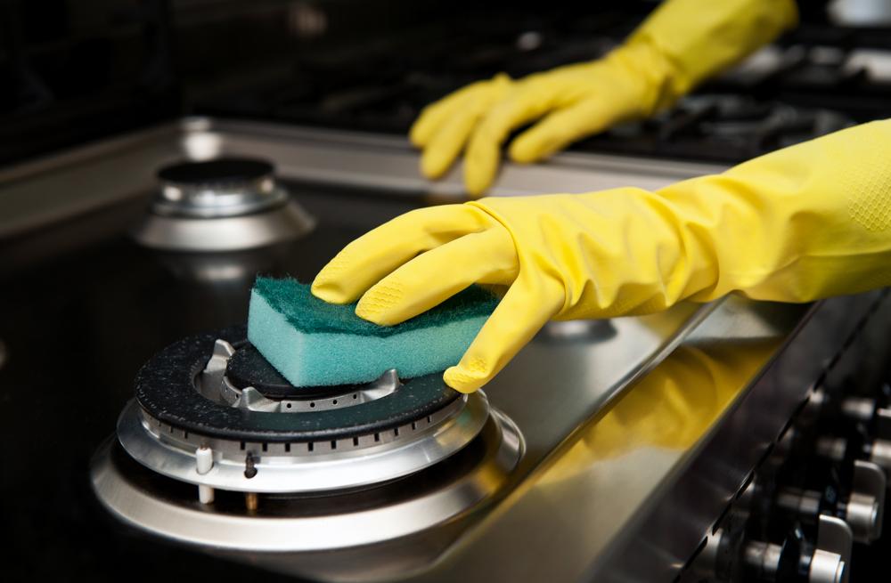N2-2_CleaningOven2.jpg