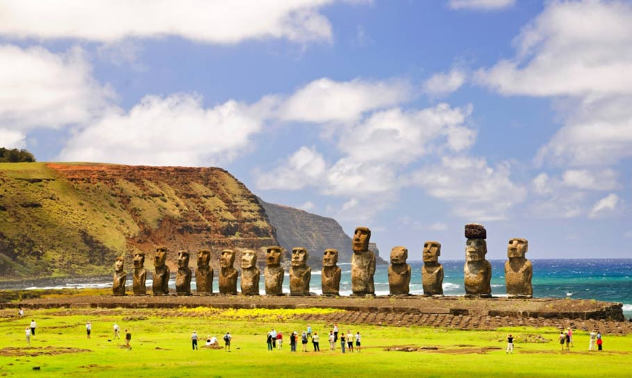 Maoi-statues-Easter-Island.jpg