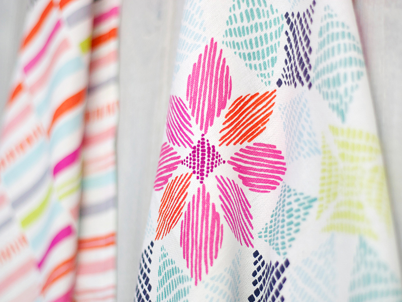 Bring a splash of color to your kitchen clean-up with a spectrum of 100% cotton tea towels.