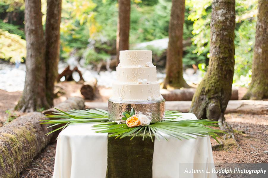 __Autumn_L_Rudolph_Photography_autumnlrudolphphotographyhawaiiinspiredwedding4_low.jpg