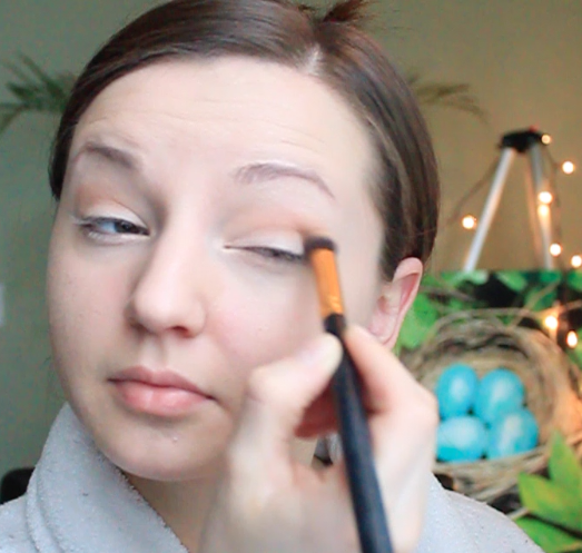 Step 2) Apply soft, warm shadow to the crease