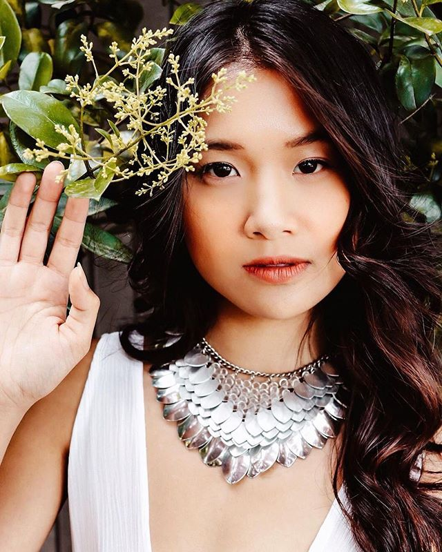 The Teela bib will have some new color styles out soon 💕  Stay updated via our mailing list 📩 . . 📸 @_elizabethkathryn , model @_geneieve , styling @yourhandinmine . . . #chain #necklace #silver #clear #jewelry #jewellery #fashion #freepeople #boho #fashion #style #fpstyle #seattlefashion #greenery #dragonscale #chainmail #daenerystargaryen #pnwstyle #bridal #white #scalemail #scalemaille #treatyoself