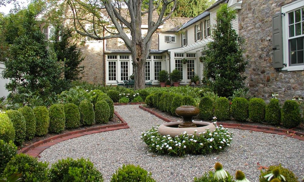 formal fountain courtyard