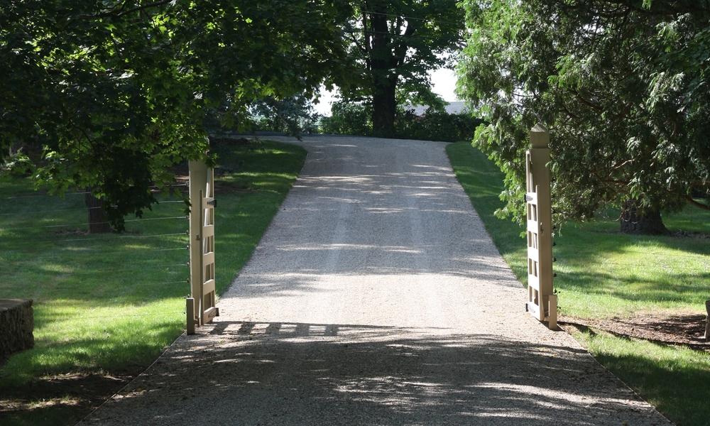 driveway gate entrance