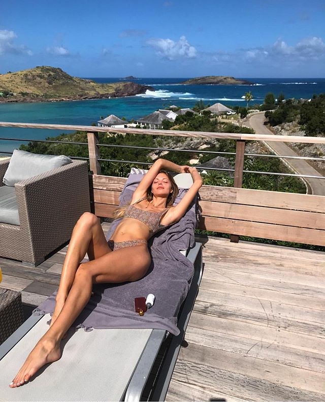 @boykoalina spending the last day of 2018 under the ☀️ in paradise #happynewyear