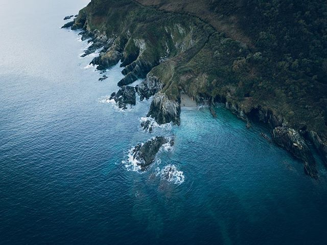 The Cornish coastline from above . . . #swisbest #southerncollective #mavic #mavicpro #cornwall #aerialphotography #drone_countries #fromwhereidrone #dronemultimedia #droneofficial #adroneworld #forgeyourownpath #wildernessculture #keepitwild #getoutstayout #exploremore #modernoutdoors #getoutside #theoutbound #in2nature #agameoftones #justgoshoot #ourplanetdaily #stayandwander #instagood #earthpix #neverstopexploring #peoplescreative #capturingbritain #uk_shooters