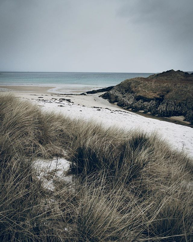 A snowy beach up in the Western Islands in Scotland. The sand was literally frozen, this shot taken just before a snowstorm hit . . . #highlandcollective #scenicbritain #hiddenscotland #uk_shooters #explore_britain #alphacollective #forgeyourownpath #britains_talent #adventurelife #in2nature #capturingbritain #photosofbritain #thevisualscollective #scotland #lovegreatbritain #ukpotd #modernoutdoors #folkscenery #visitscotland #getoutstayout #keepitwild #theoutbound #landscapelovers #stayandwander #ourplanetdaily #wildernessculture #exploretocreate #exploremore #agameoftones #sonyalpha