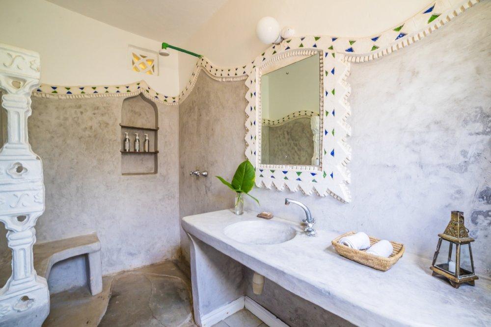 01-Bolt_bathroom.jpg