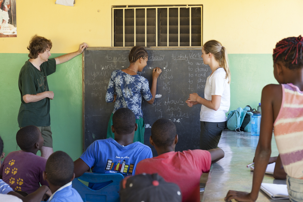 Dana and Marjorie lead an English class focusing on conjugation.
