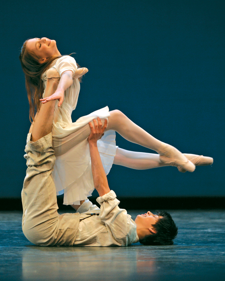 "NBS students perform ""Molly Couple"" from John Neumeier's  Yondering  in 2008."
