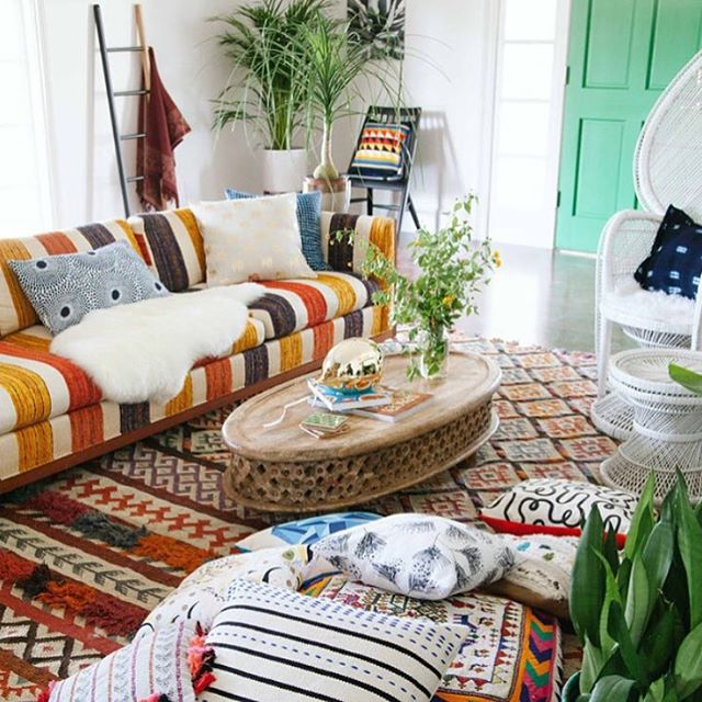 Fight away the winter blues by decking your home with @xnasozi prints. Check out our interview with Nasozi Kakembo now on the blog and find her at @brooklynmakers #bkholidaybazaar coming to @501union this weekend. #interiorstyling #africanprints