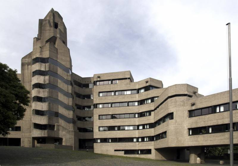 germanpostwarmodern :     Town Hall (1962-72) in Bergisch-Gladbach, Germany, by Gottfried Böhm
