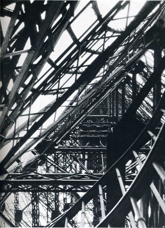 gacougnol: Laszlo Moholy-Nagy Eiffel Tower, Paris 1925