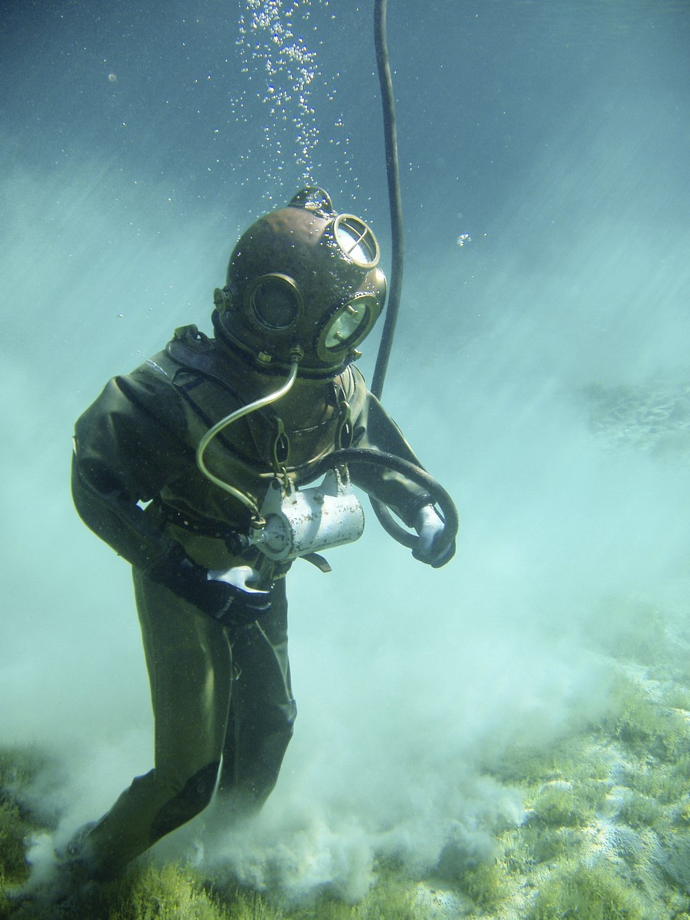 underwater-divers-helmet-diver-historically-54306.jpeg
