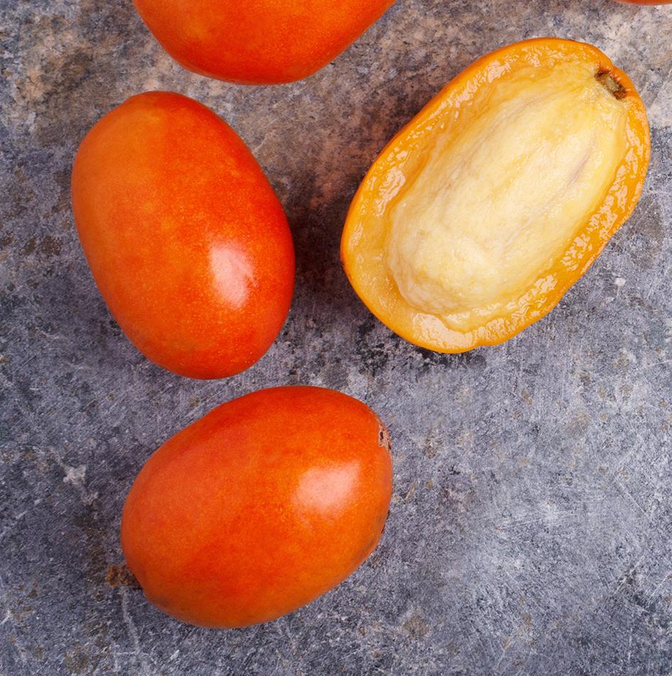 CAJÁ   • ''Karneval i påse'' dåden är känd som återhämtningsfrukt i Brasilien.  • Rik på ämnen såsom vitamin C, kalcium och magnesium.  • Smaken påminner om passionsfrukt och mango.