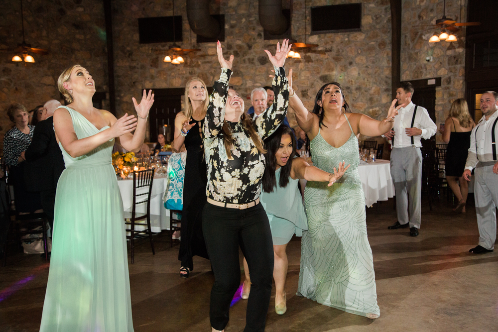 bouquet toss - texas wedding