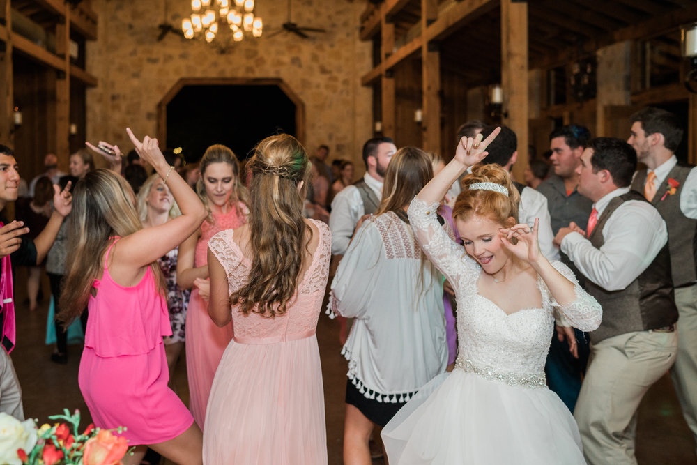dancing wedding - honey creek