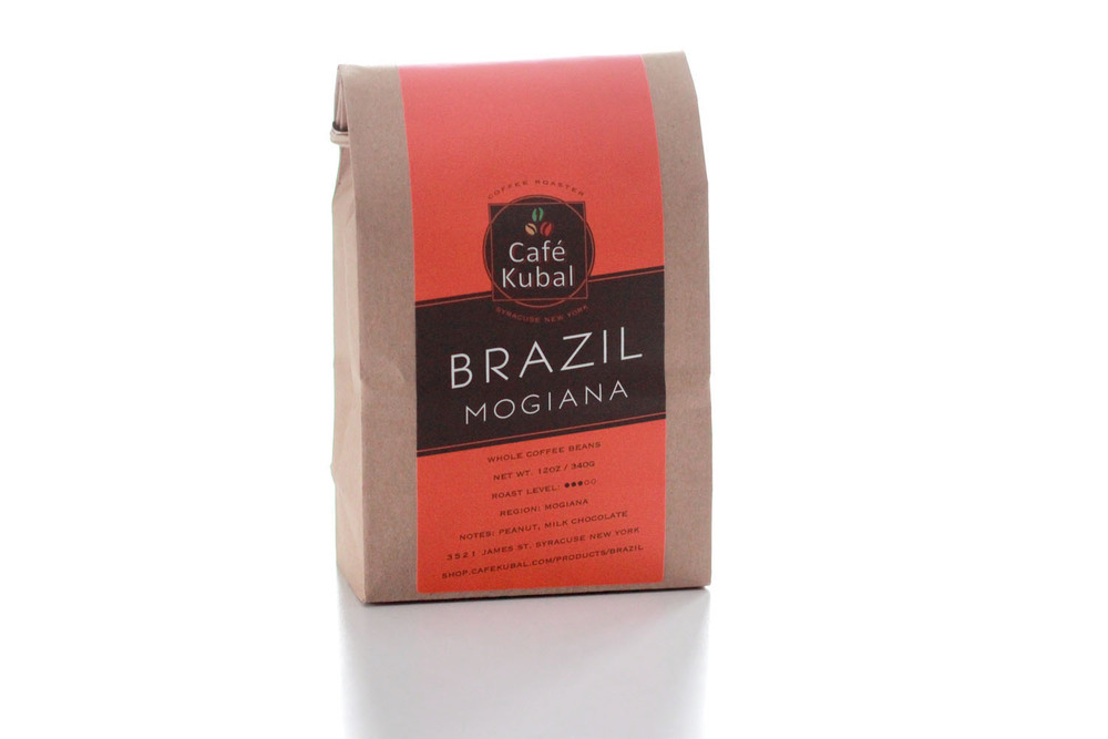 Brazil is a delicious medium roast coffee from South America. Its flavor profile is nutty and sweet with mild body, low acidity, and a smooth finish that tastes mildly of cocoa. We feel this perfect after-dinner coffee goes perfectly with peanut butter chocolate chip cookies. In terms of brewing, the Brazil beans' flavor comes out best when extracted with a Beehouse ceramic dripper. Roast : Medium Region : Mogiana Notes : Peanut, Milk Chocolate