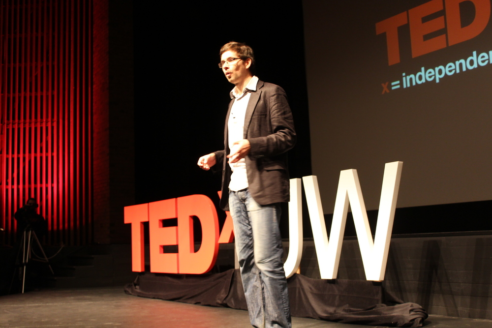 Krister Shalm presenting at TEDxUW 2011