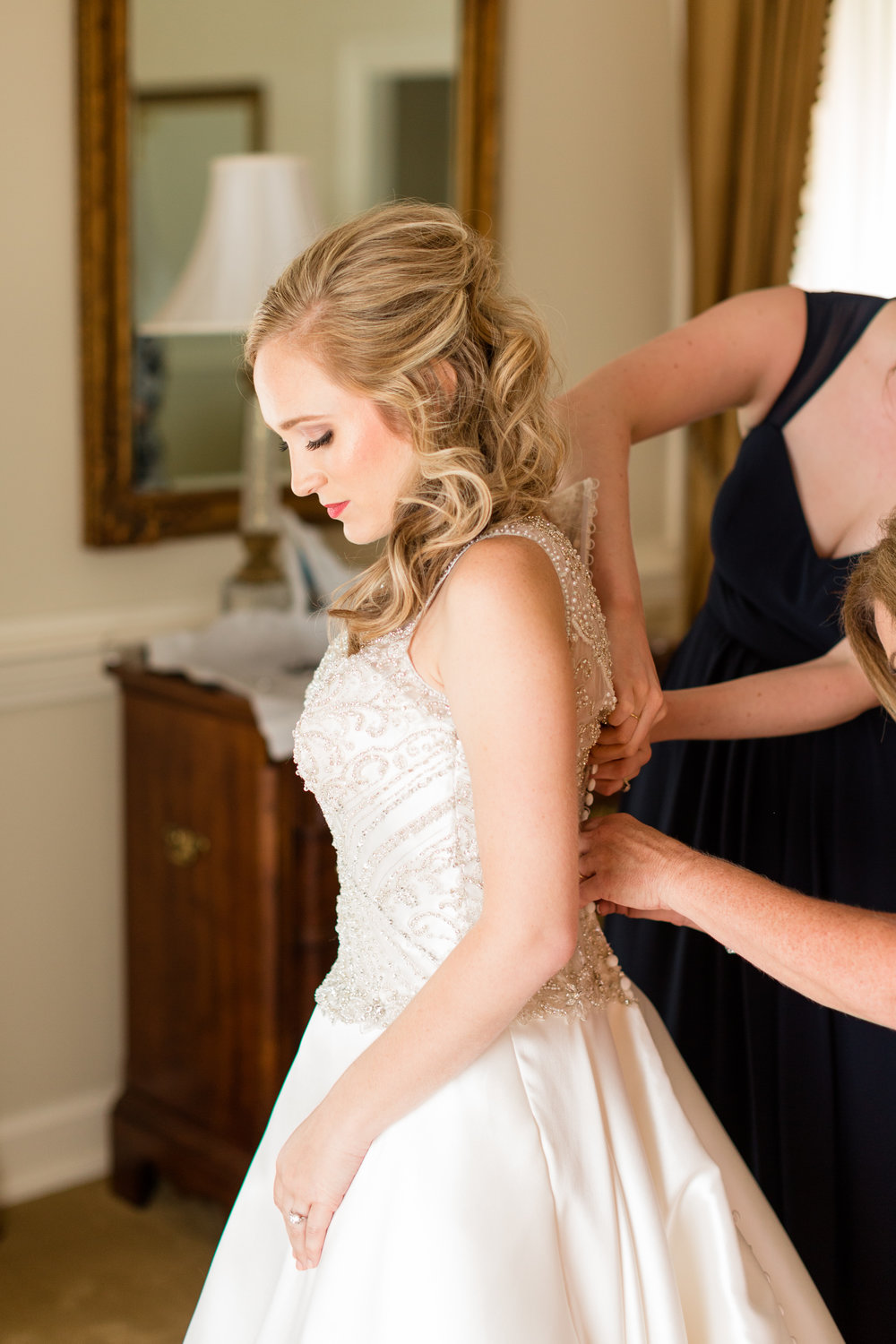 01_BrideGettingReady_117.jpg