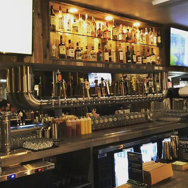 We ship and install nationally! Installation in Bethesda, Maryland with one our favorite inverted stainless steel towers 🍻 #draftbeer #beertaps #draftbeersystem