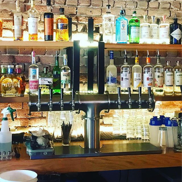 Premier LGBT 🏳️🌈 Bar Hi Tops West Hollywood opened last night! SCDBS built Custom Stainless Steel T Tower and Drip Tray! @hitopsla #draftbeer #customtaps #beersystem