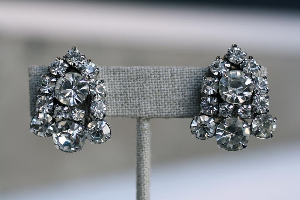 Bell Shape Rhinestone COE Vintage Earrings_03.JPG