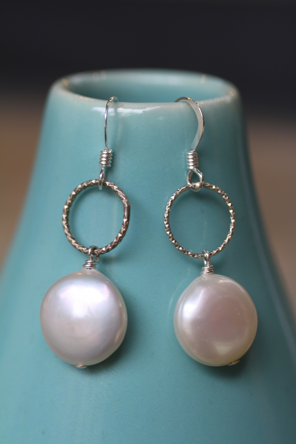 Round Coin Pearl SS Round Hammered Hoop Earrings_04.jpg