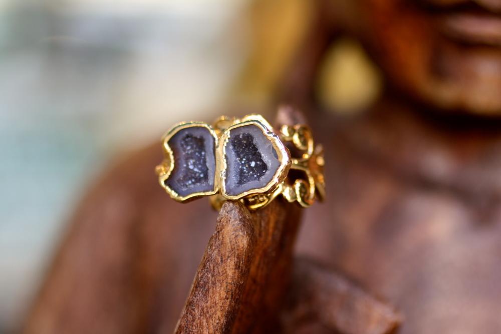 Double Black Geode Cave Split Shank Filligree Gold Ring_09.JPG