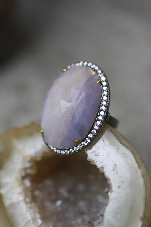 Simona Krug - Pink NS Oval Sapphire - White Diamond Rhodium OXSS - Ring_04.jpg