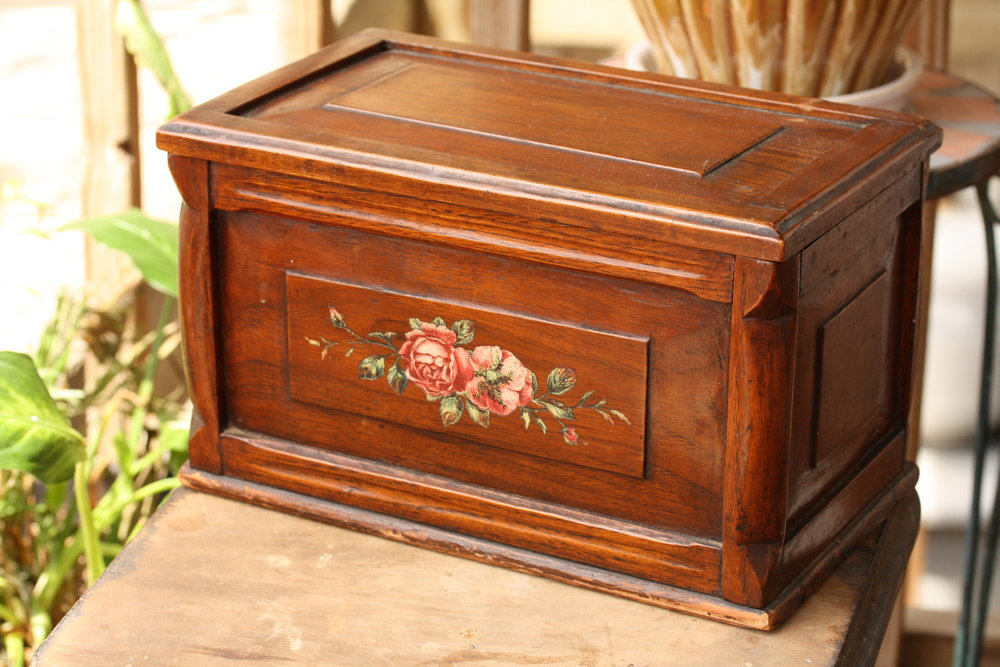 Large Painted Roses Vintage Wooden Box_04.JPG