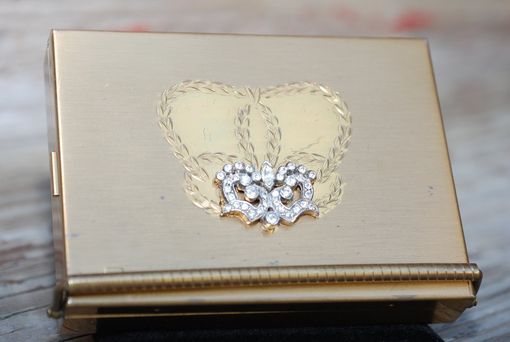Volupte Compact Gold w Rhinestone Details Brown Fabric Holder Vintage_01.JPG