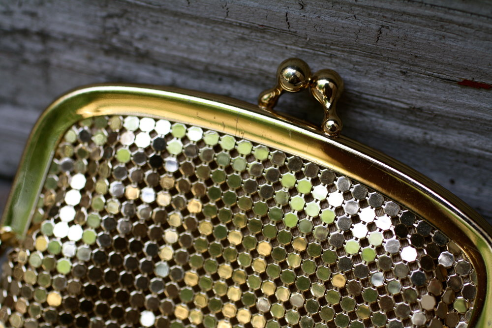 Small Gold Mesh Purse w Snap Clasp Vintage_01.JPG