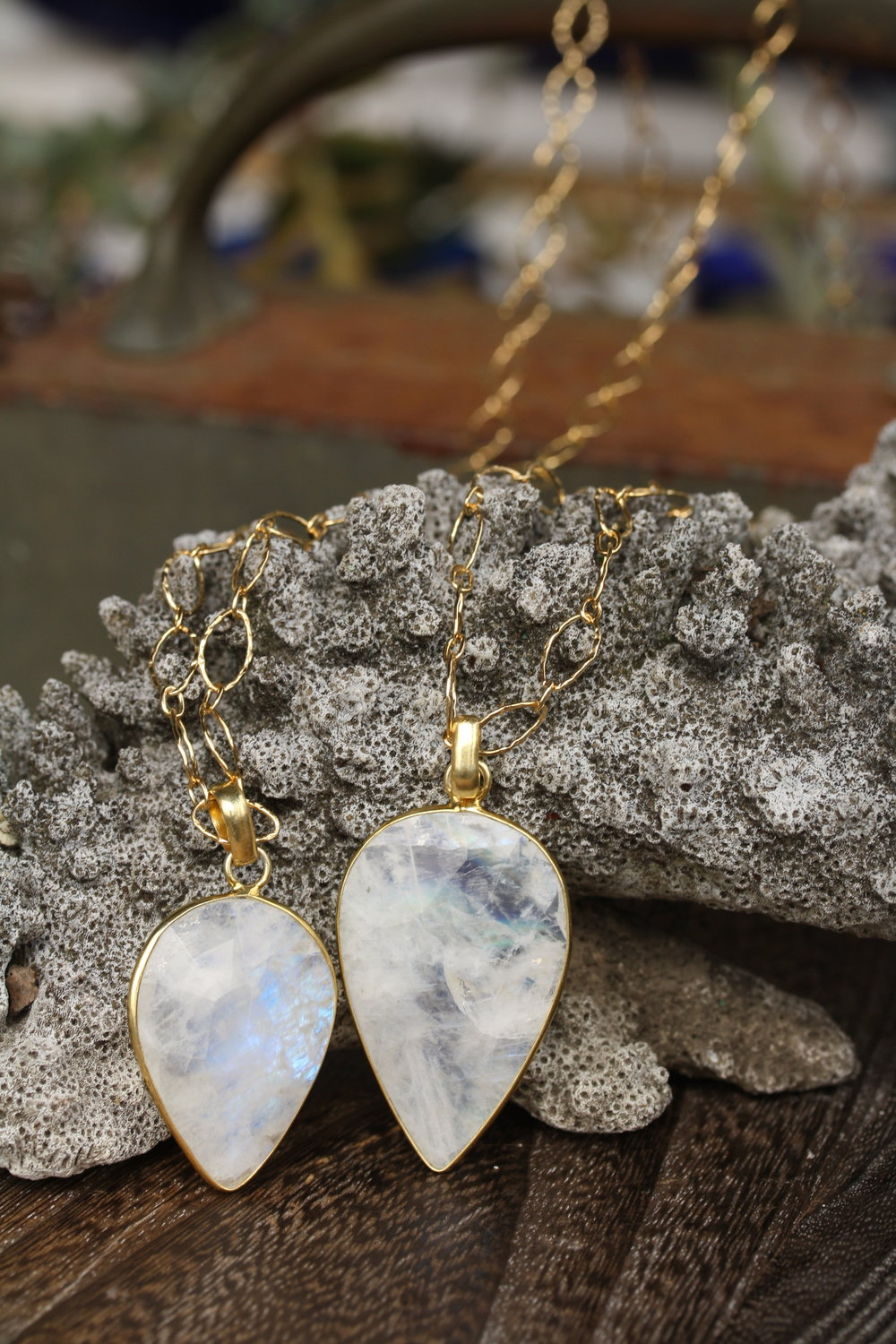SUNSHINE DAYDREAM Moonstone PS Pendant Necklaces on Hammered Chain_06 copy.JPG