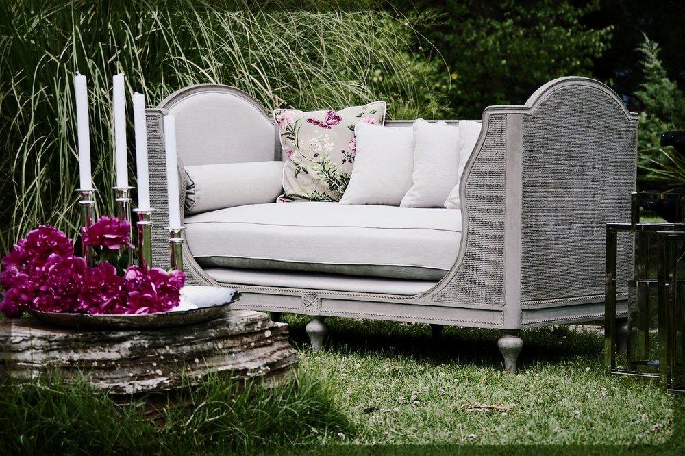 armchair-2591679_1280.jpg