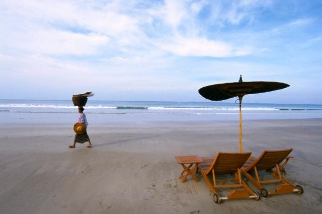 Ngwe Saung Beach.jpg