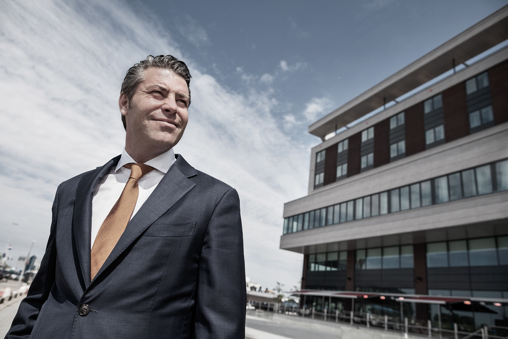 Buro voor de boeg: Magazine voor Rotterdam The Hague Airport