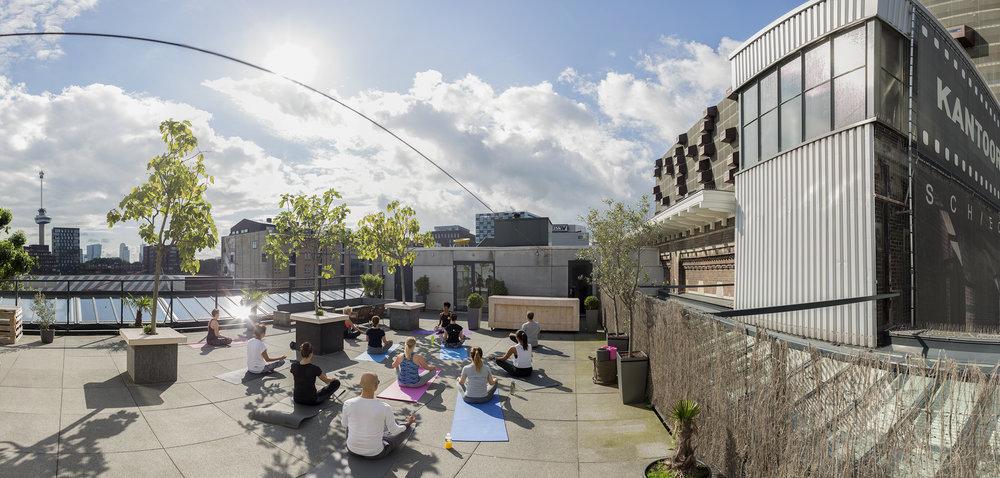 Het Rotterdamse Dakenboek: Zondagochtend Yoga bij Stroom..